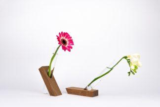 Handgefertigte Vase aus Bongossi-Holz mit Reagenzglas.