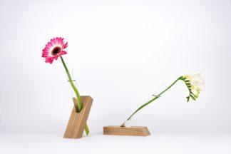 Handgefertigte Vase aus Eichen-Holz mit Reagenzglas.